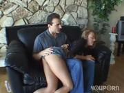 Hon påminner honom om hans fru