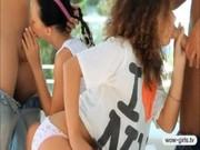 Två stygga tonåringar Paloma och Klara i gruppsex