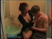 Incest med äldre syster i badrum