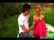 Första anal knulla för blond tonåring flicka
