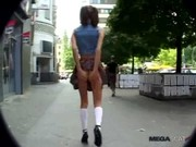 Olga-avsugning scen och naken i offentliga