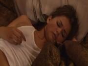 Brud fastbunden i sängen
