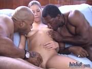 Haley tar dessa svarta killar med lätthet