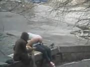 Galen par har sex på offentlig plats