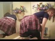 Teen onanerar i hennes badrum
