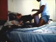 College brud krokar upp med två svarta killar